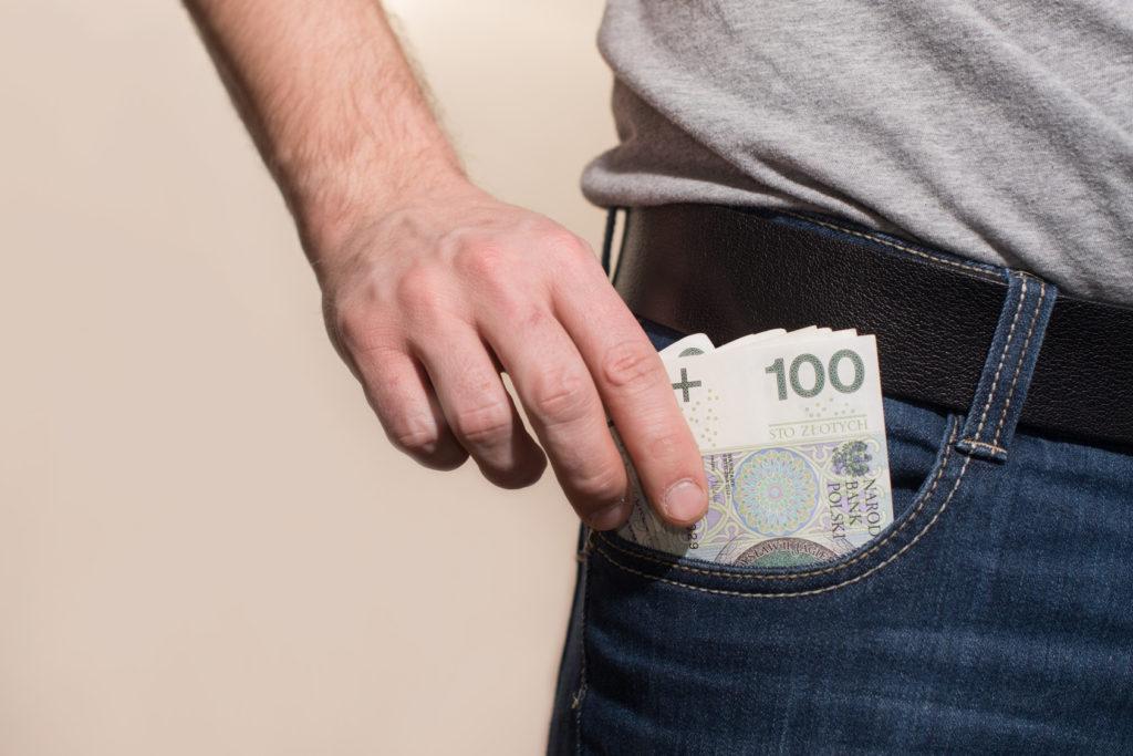 pieniądze w kieszeni